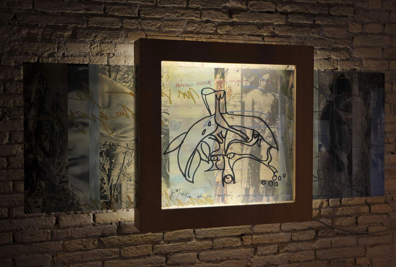 Architettura sentimentale/ 2011Scultura :plexiglas serigrafia,luce, legno;
